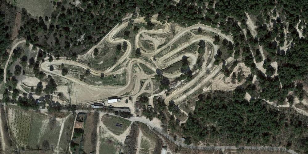 Vue aérienne du circuit de Pernes-les-Fontaines